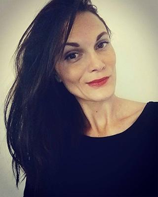 Anne-Claire Curtil , portrait pour suivre sur réseaux sociaux
