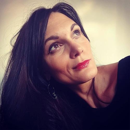 Portrait Anne-Claire Curtil qui vous propose un coaching féminin pour retrouver la meilleures version de vous même